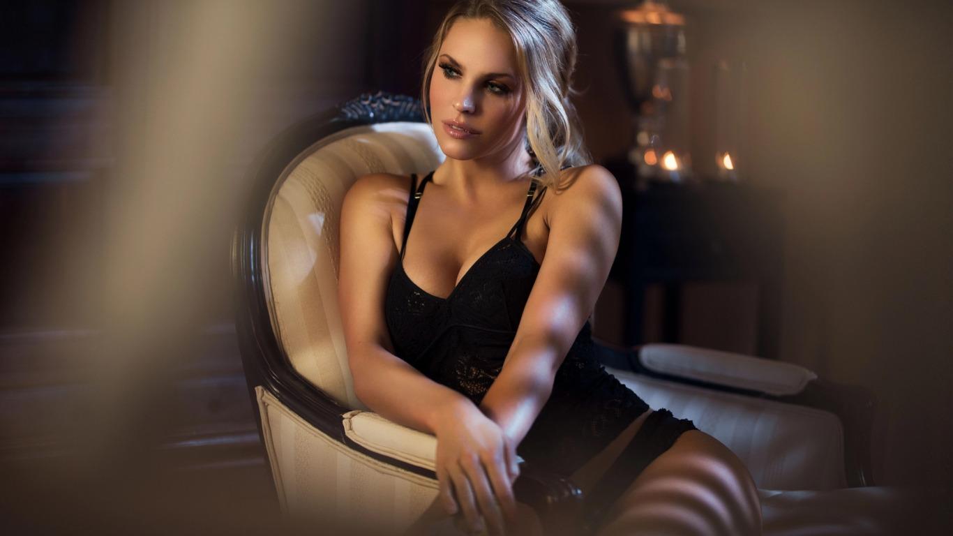 https://img5.goodfon.ru/original/1366x768/4/d6/maarten-quaadvliet-devushka-blondinka-makiiazh-nizhnee-belio.jpg