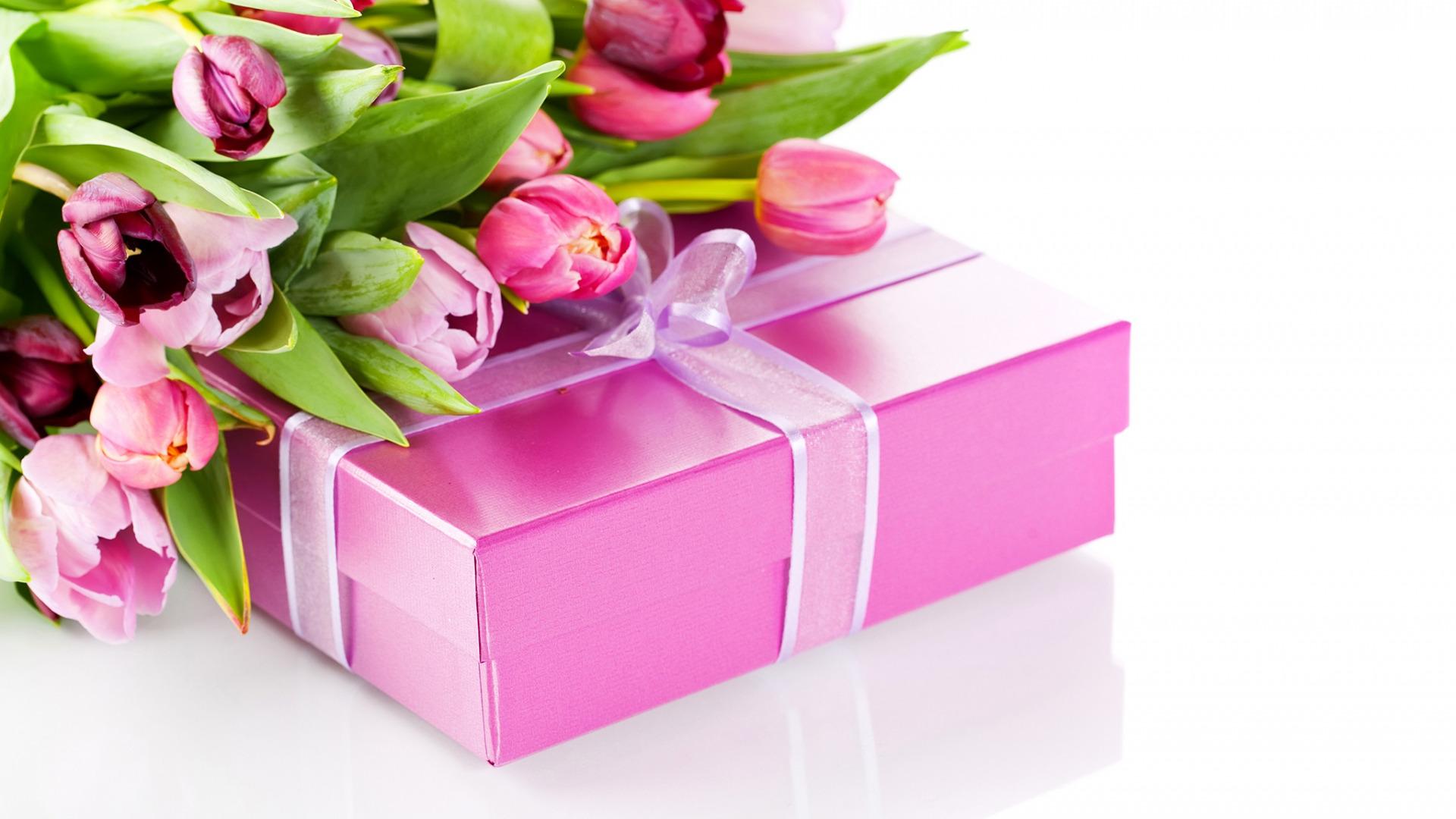 самые прекрасные поздравления с днем рождения с подарками