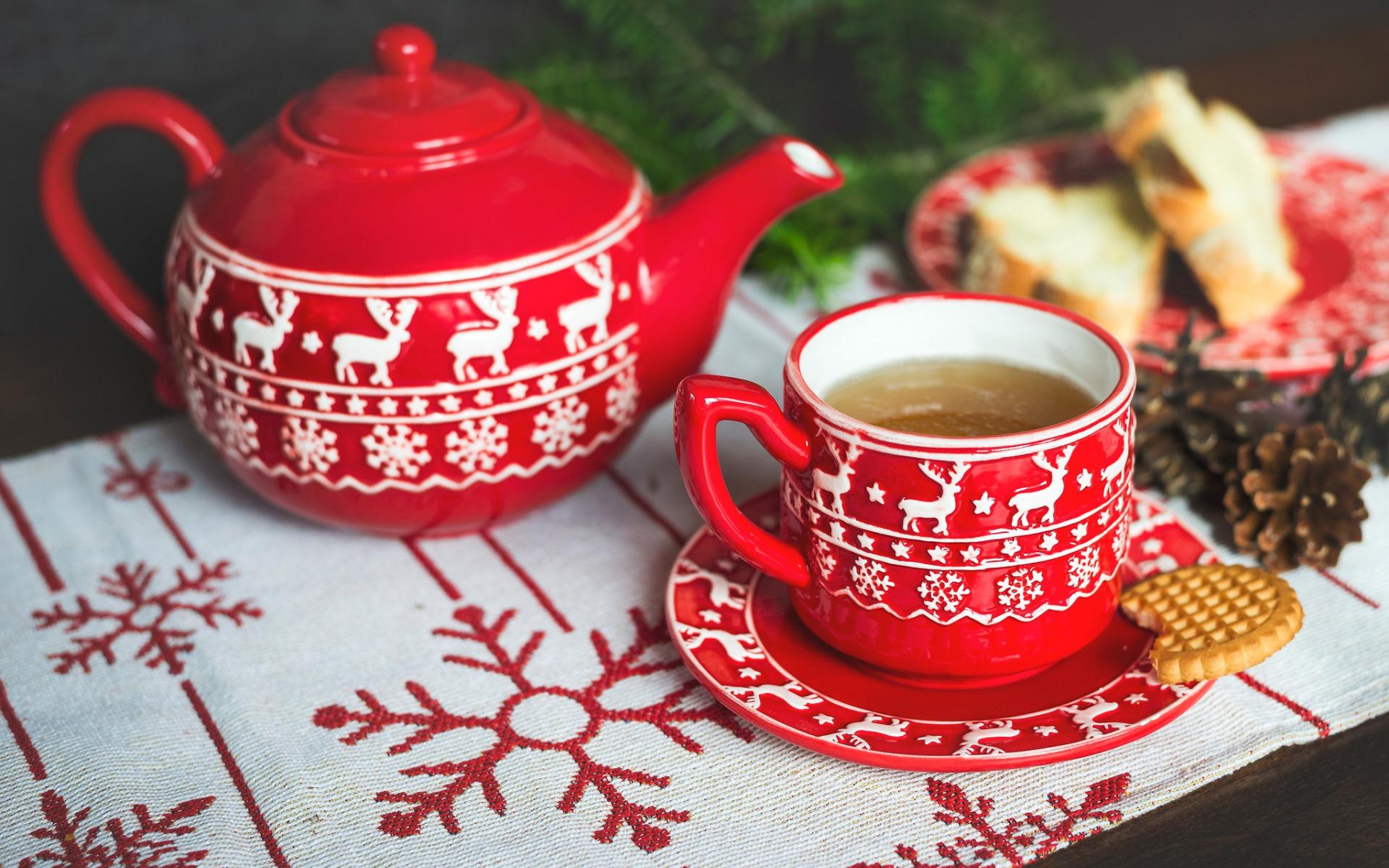 приводит картинки новогоднее чаепитие техники