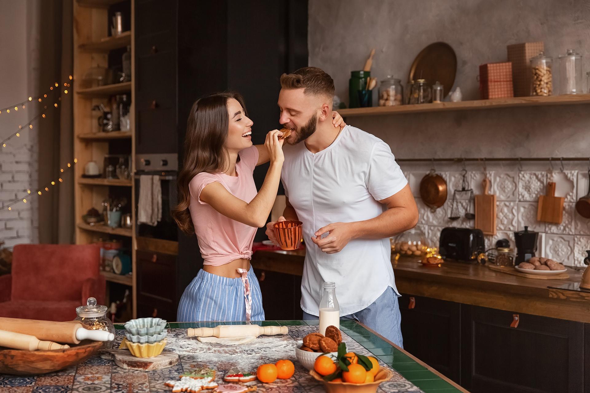 Идеи фотосессии для мужчин на кухне плечо аксессуар