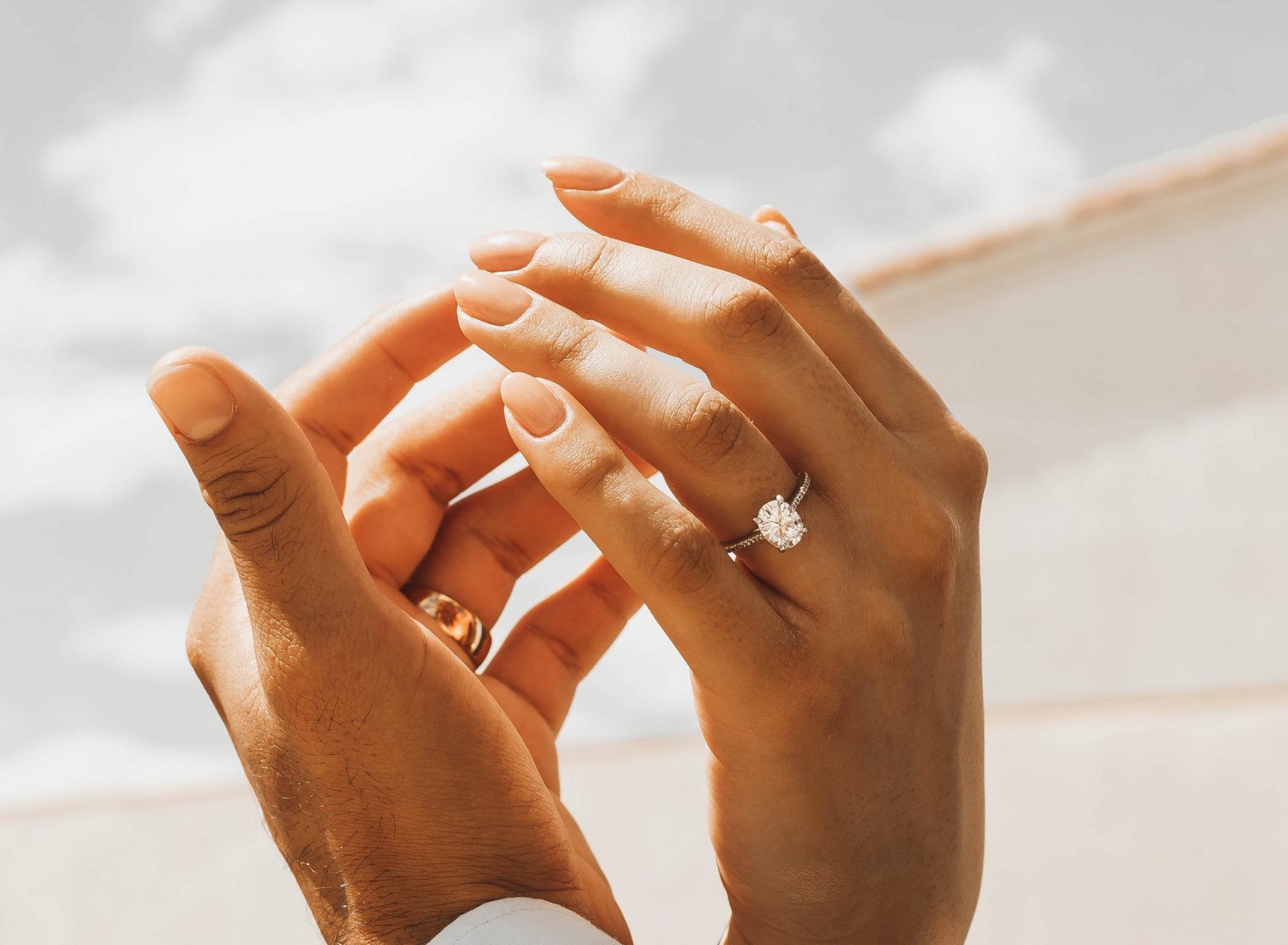 Картинки рука с обручальным кольцом