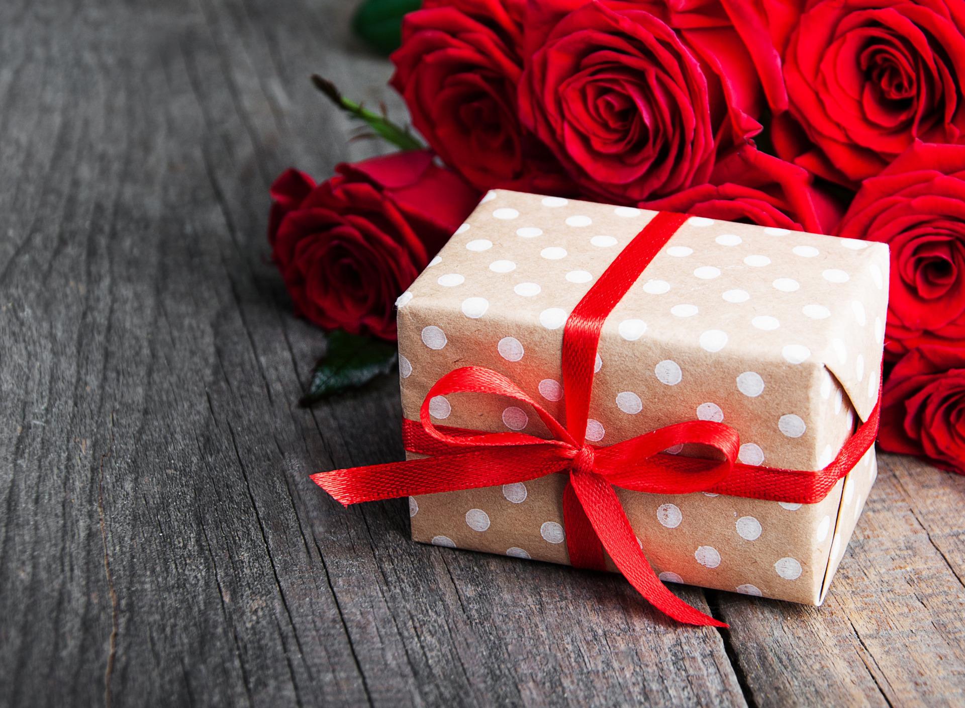 Картинка подарки цветы