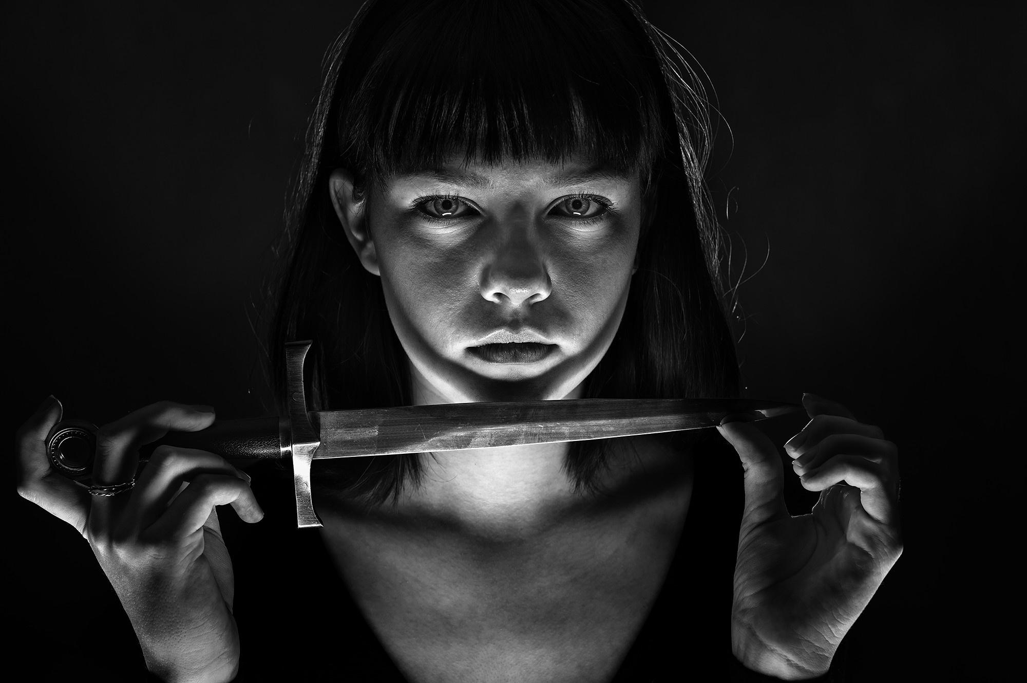 Девушки с ножами