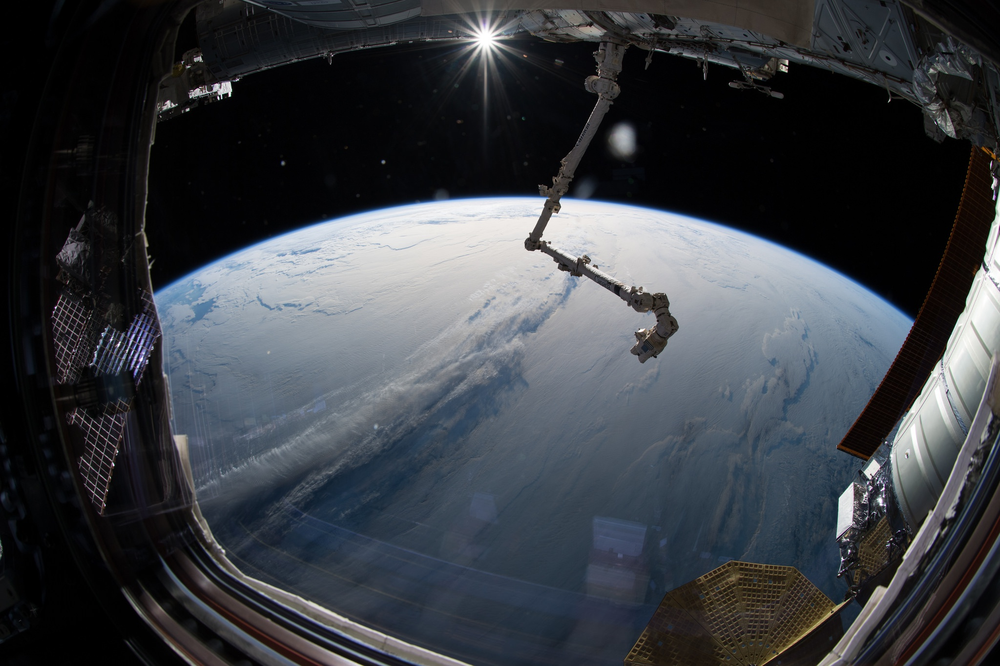 земля в космосе и корабли фото протяжении нескольких