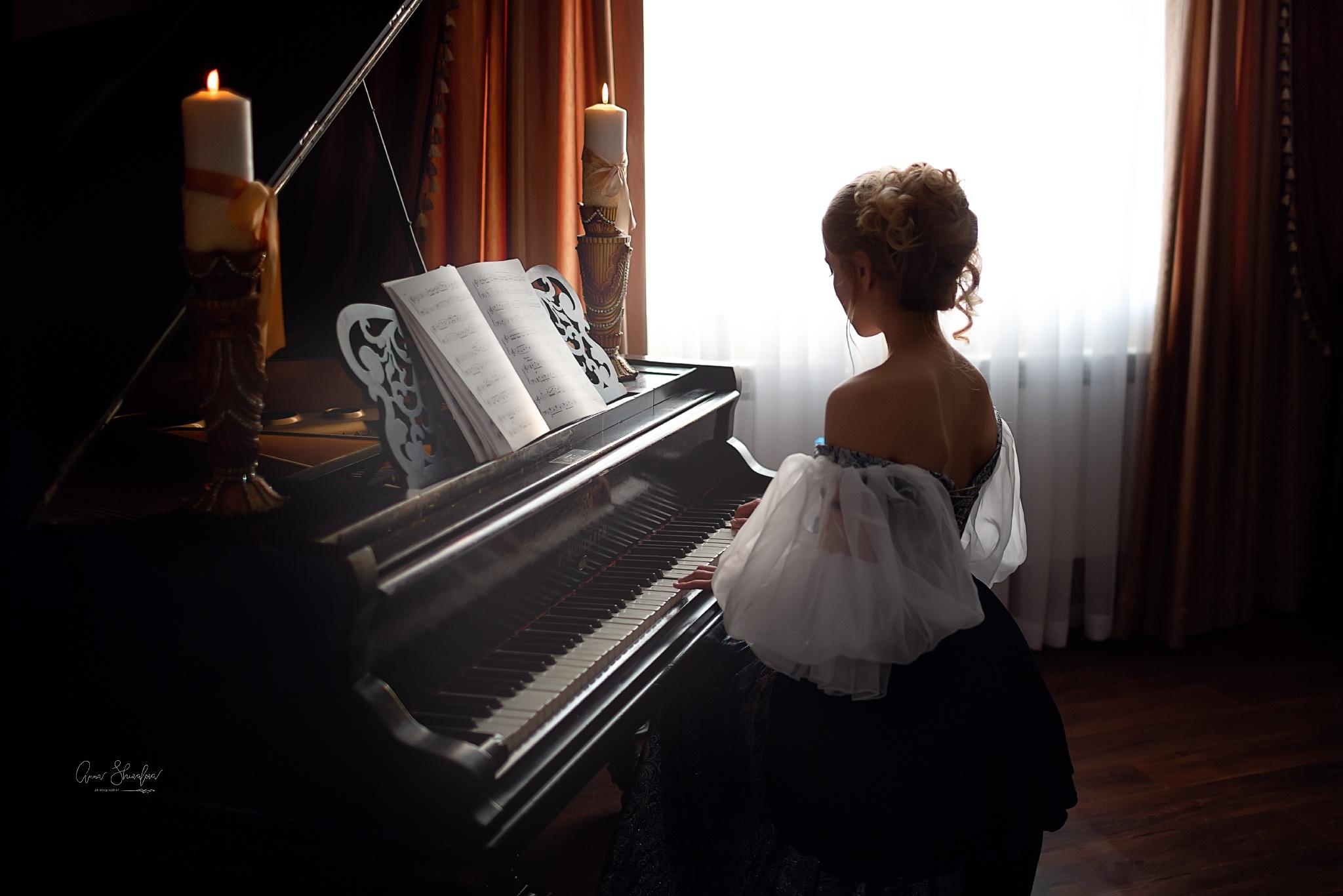 Женщина за роялем картинки