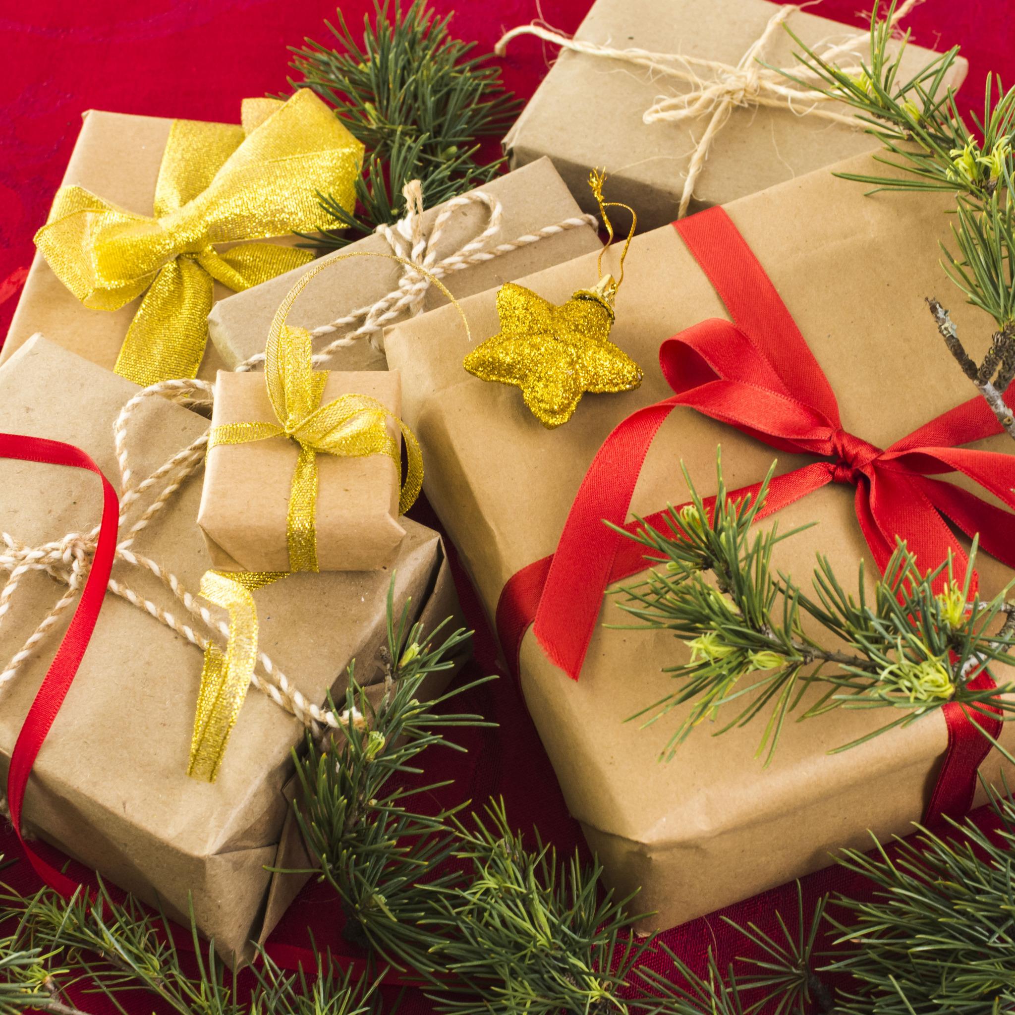 Много подарков обои