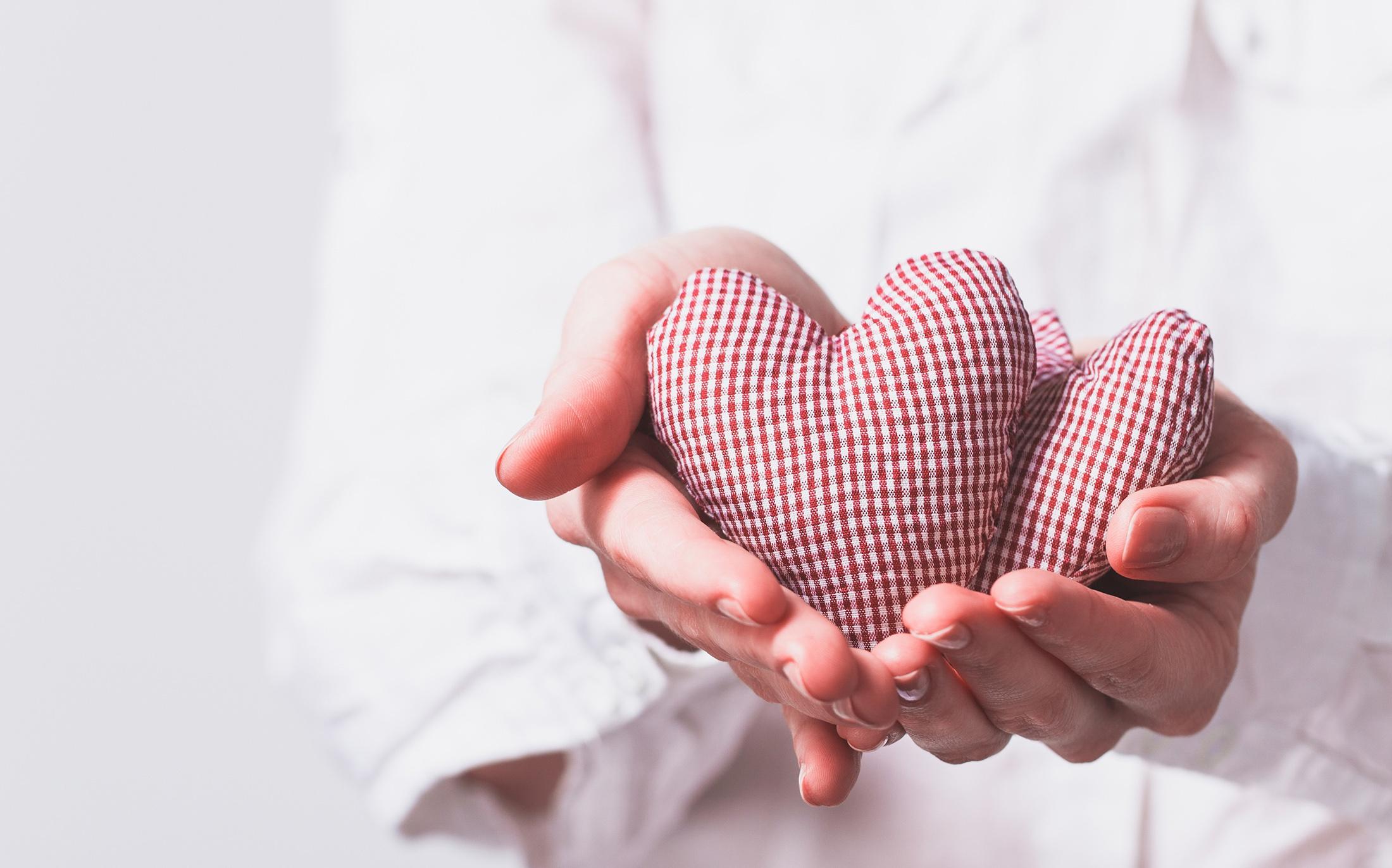Выложить сердце из денег в фоторамку одно поколение