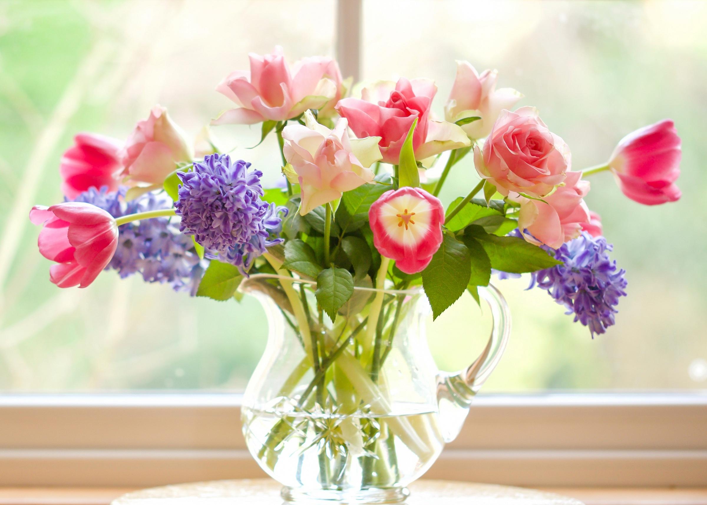 Большие картинки цветы в кувшине на окне