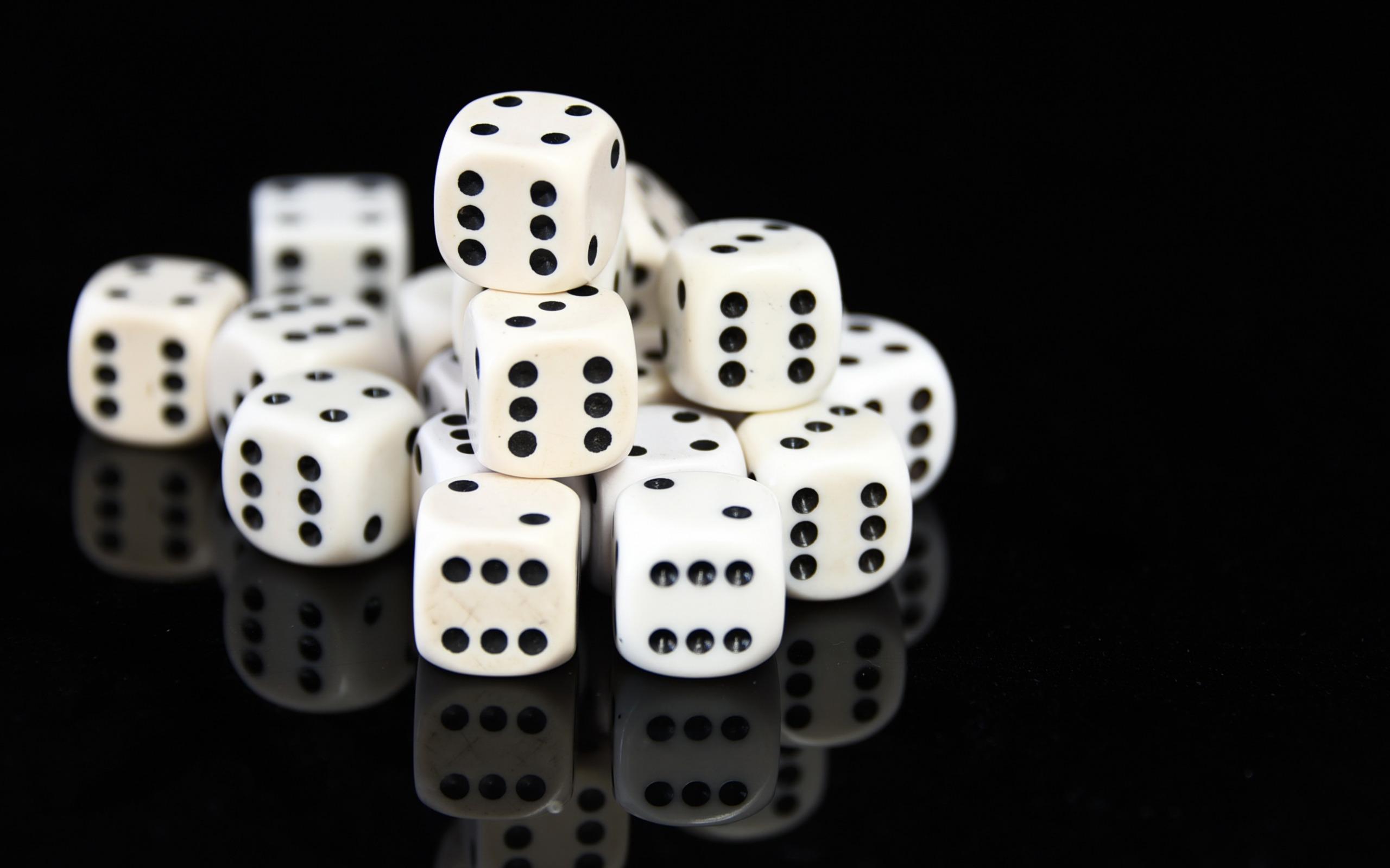 картинки кубиков для игры в кости яркой свадебной