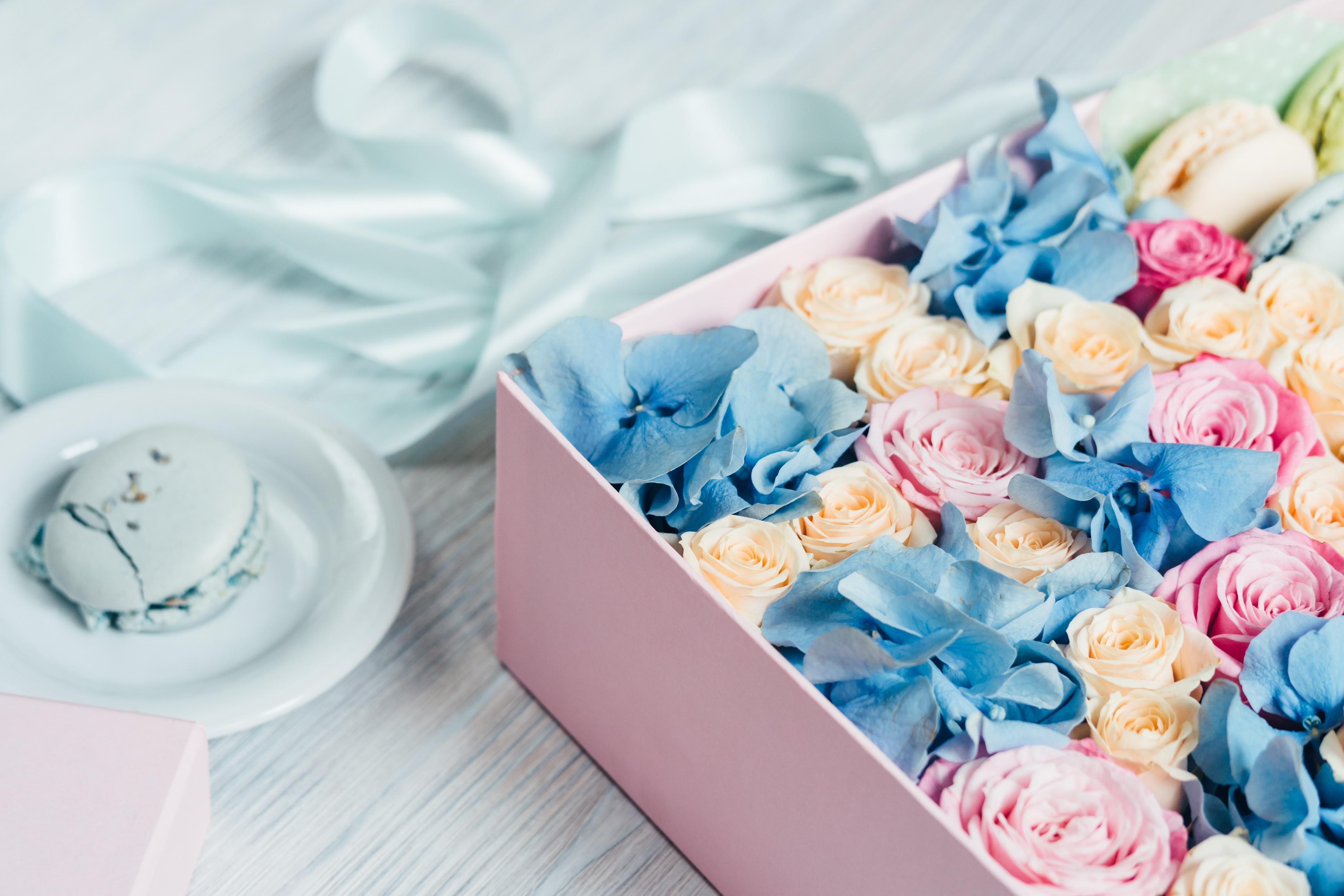 Картинки с коробочками и цветами, праздником