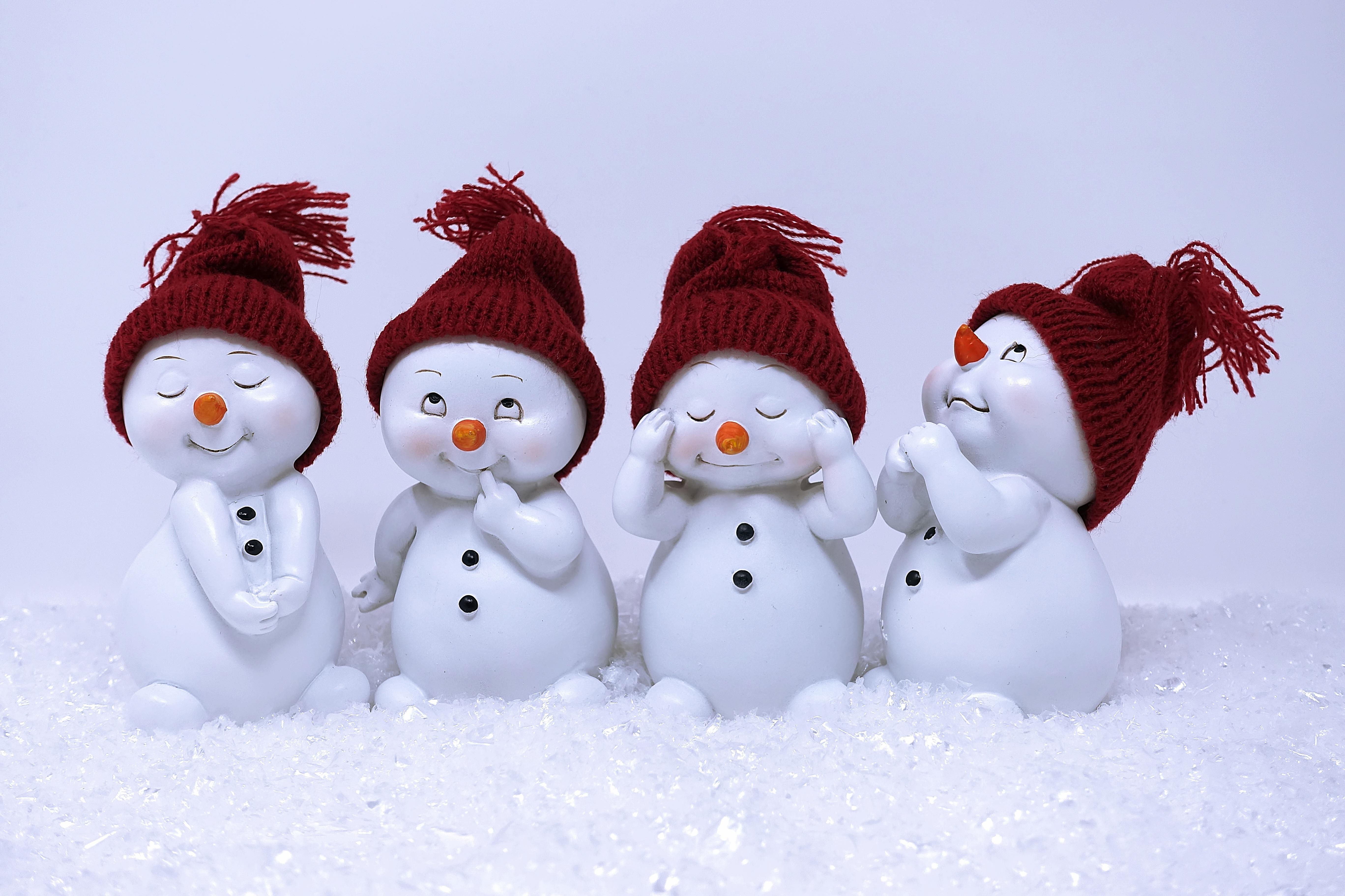картинки новогодние снеговики прикольные разные ребята