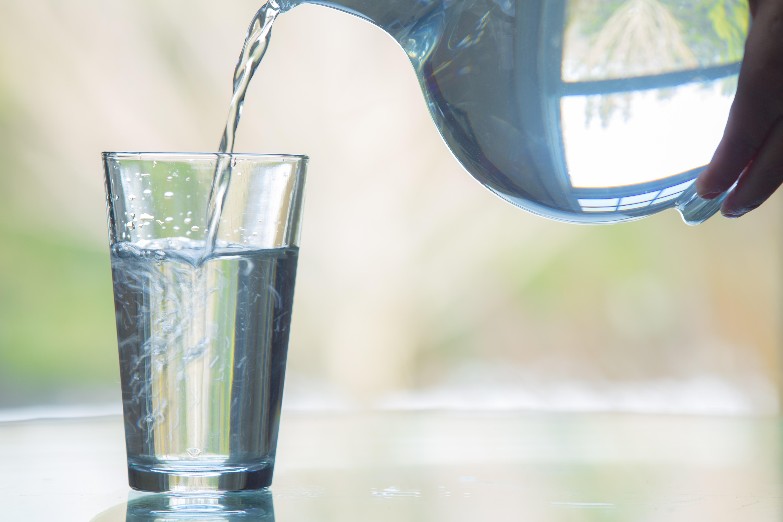 горла картинка вода переливается из стакана в стакан спальне используйте