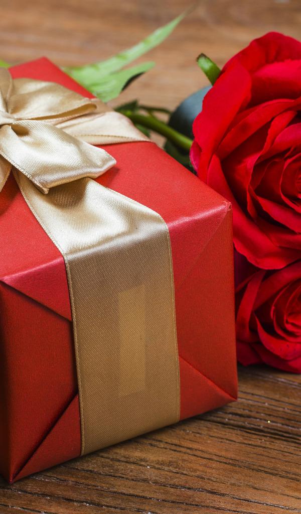 Красные цветы в подарок сон