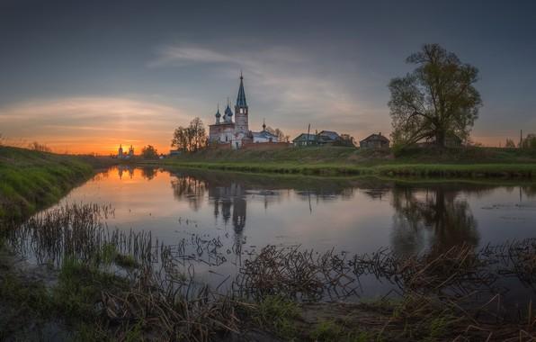 Картинка пейзаж, природа, река, рассвет, село, дома, утро, храм, берега, Дунилово, Виталий Левыкин