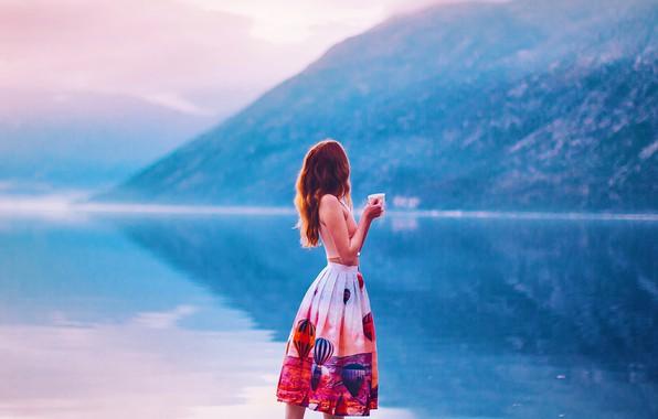 Картинка девушка, горы, озеро, настроение, юбка, кружка, Кристина Макеева