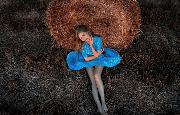 Картинка девушка, платье, солома, ножки, Сергей Кузичев