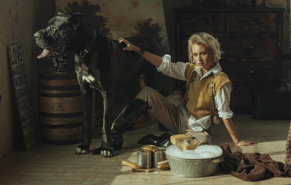 Картинка взгляд, девушка, поза, собака, сапоги, блондинка, кане-корсо, таз, Валерия Мытник