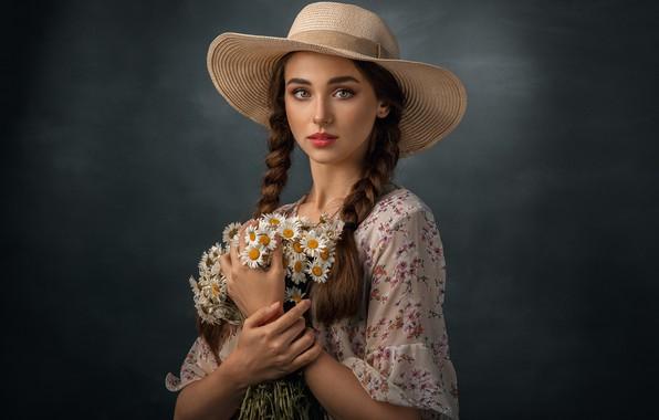 Картинка девушка, цветы, ромашки, букет, шляпа, макияж, шатенка, косы