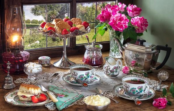 Картинка цветы, стиль, ягоды, чай, лампа, розы, чайник, окно, клубника, чаепитие, чашки, сахар, натюрморт, крем, пирожные, …