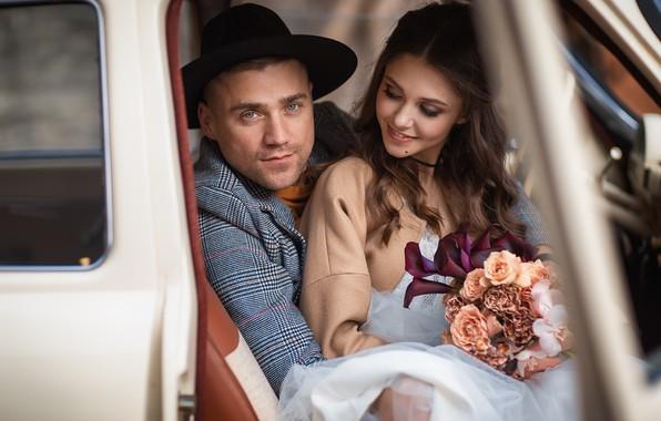 Картинка машина, девушка, цветы, букет, шляпа, шатенка, парень, автомобиль, невеста, свадьба, локоны, жених, Анастасия Бармина, Бармина …