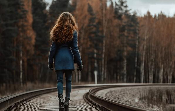 Картинка девушка, путь, рельсы, пальто, по шпалам, Dmitriy Dmitriev