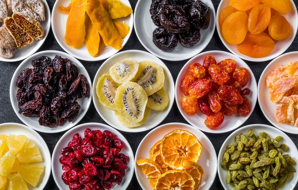 Картинка апельсин, киви, изюм, инжир, курага, сухофрукты, чернослив, финики