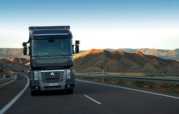 Картинка движение, чёрный, трасса, грузовик, Renault, вид спереди, Magnum, седельный тягач, 4x2, Renault Trucks