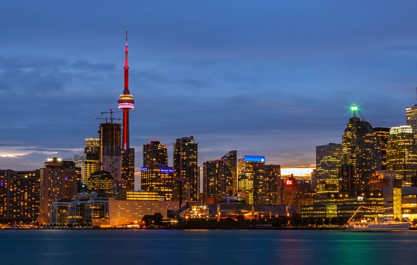 Фото обои небо, облака, закат, огни, озеро, корабль, здания, башня, дома, вечер, Канада, панорама, Онтарио, Торонто, сумерки, ...
