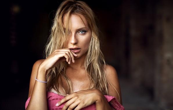 Картинка взгляд, секси, поза, фон, модель, портрет, макияж, платье, прическа, блондинка, красотка, боке, Giovanni Zacche