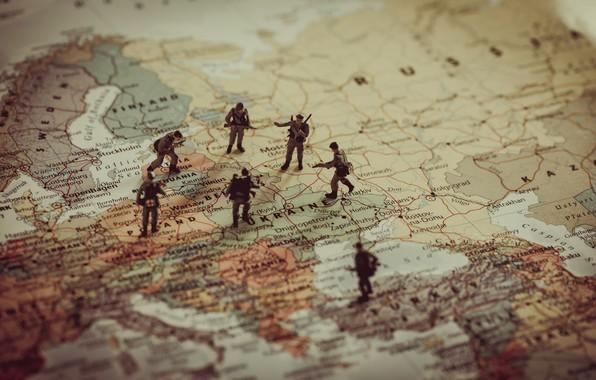 Картинка soldiers, war, map, World War II, dolls