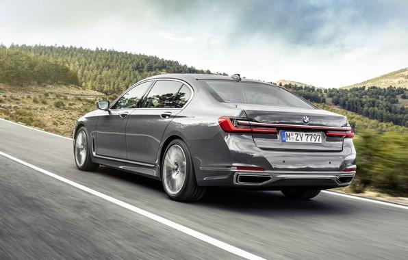 Картинка дорога, машина, асфальт, разметка, фонари, BMW 7 Series, G12, G11, facelift, 750 Li