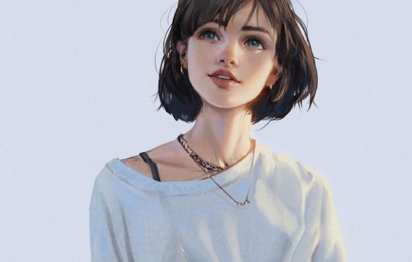 Картинка улыбка, стрижка, цепочка, голубой фон, серёжки, смотрит вверх, чёлка, портрет девушки, белая футболка, юная модель