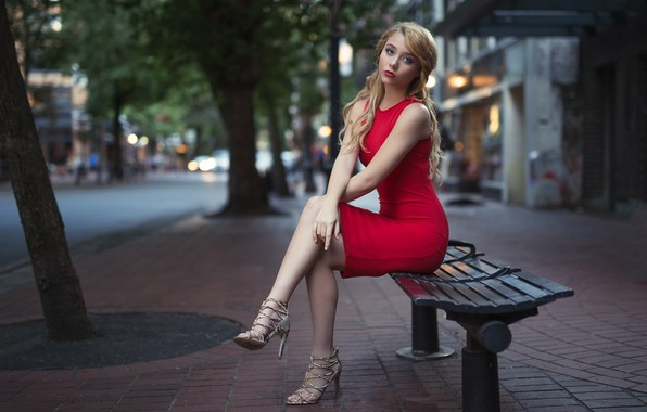 Картинка city, girl, long hair, dress, legs, trees, photo, photographer, blue eyes, model, lips, face, bench, …
