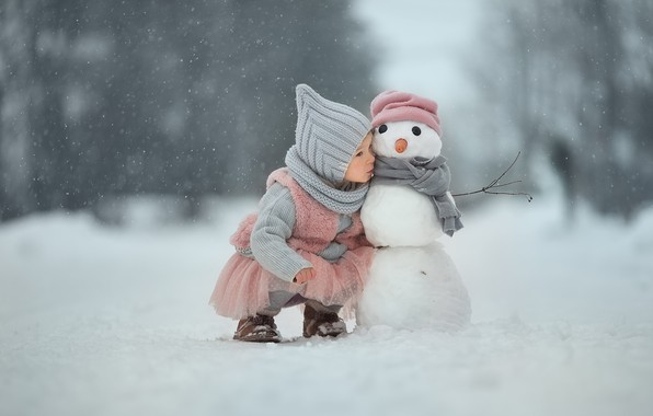Картинка зима, снег, девочка, снеговик, друзья, по секрету