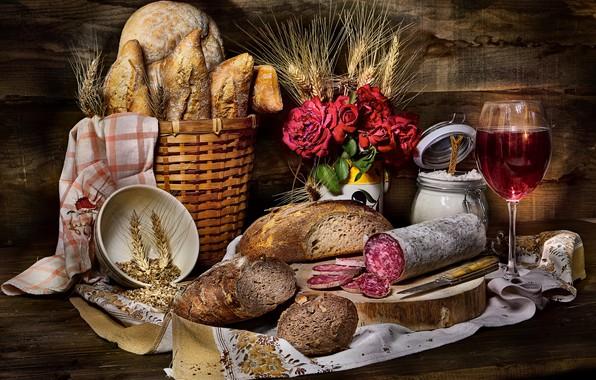 Картинка цветы, темный фон, вино, доски, бокал, рожь, еда, розы, полотенце, букет, хлеб, нож, чашка, банка, …