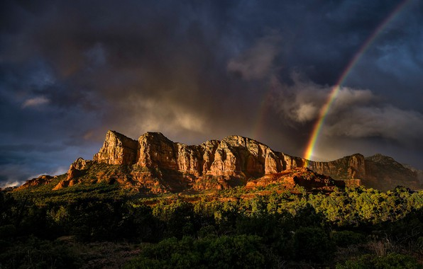 Картинка лес, небо, солнце, деревья, горы, тучи, скалы, радуга, США, Arizona, Sedona