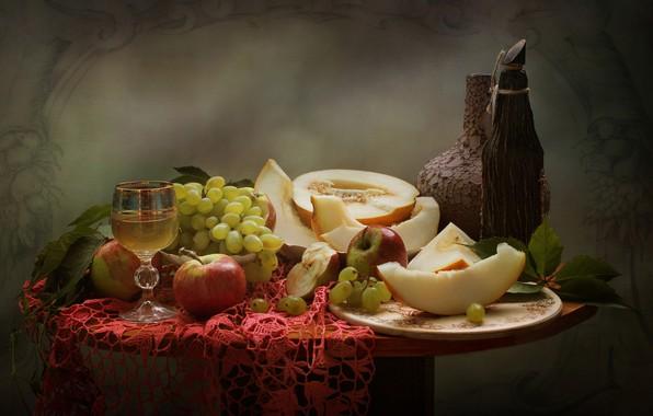 Картинка листья, ягоды, яблоки, бокал, плоды, виноград, напиток, кувшин, фрукты, натюрморт, столик, салфетка, сосуды, блюдо, дыня, …