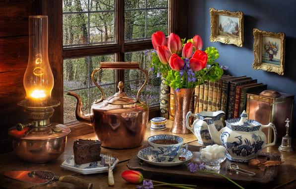 Картинка цветы, стиль, чай, книги, лампа, букет, чайник, окно, чаепитие, тюльпаны, картины, сахар, натюрморт, тортик