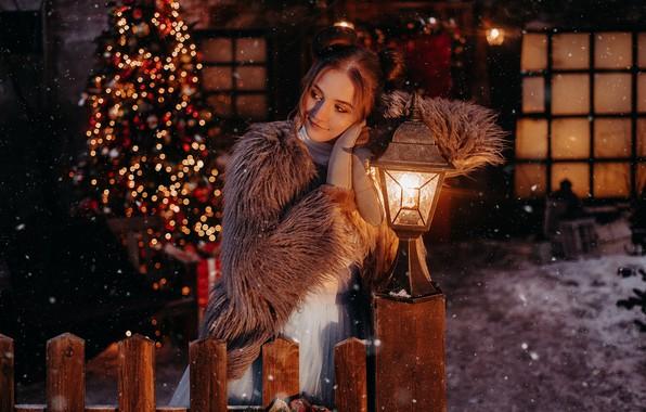 Картинка девушка, поза, настроение, забор, Рождество, фонарь, Новый год, ёлка, шубейка, by Альбина Пономарева, Анютка Кудрявцева