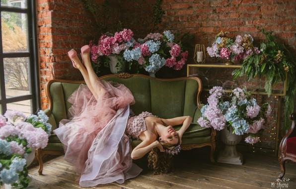 Картинка девушка, цветы, поза, стиль, настроение, платье, гортензия, Ульяна Мизинова, Мария Нестерова