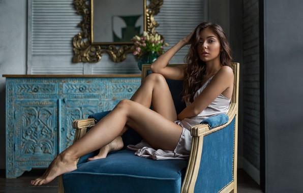 Картинка девушка, портрет, кресло, ножки, Вячеслав Щербаков
