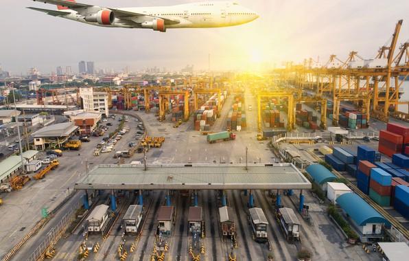 Картинка солнце, город, порт, самолёт, летит, в небе