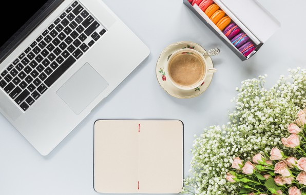 Картинка цветы, розы, букет, ноутбук, розовые, pink, flowers, beautiful, romantic, coffee cup, roses, laptop, macaron, чашка …