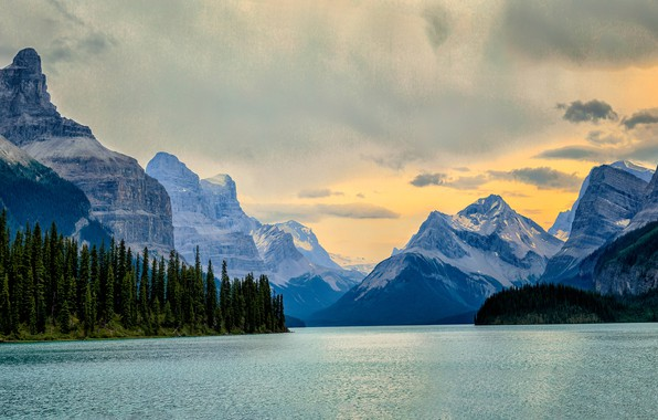 Картинка лес, небо, горы, скалы, берег, вершины, водоем