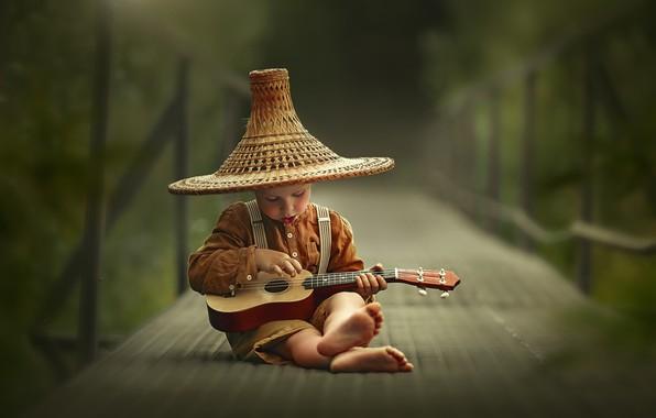 Картинка мост, гитара, шляпа, босиком, мальчик, ребёнок, босой, Лысенкова Ксения