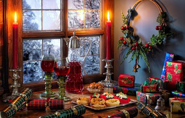 Картинка стиль, вино, свечи, бокалы, окно, Рождество, подарки, пирожные, графин