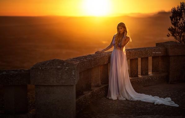 Картинка girl, long hair, dress, photo, sunset, photographer, blue eyes, model, sun, bokeh, lips, blonde, portrait, …