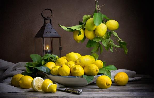 Картинка темный фон, еда, фонарь, посуда, фрукты, натюрморт, лимоны, композиция