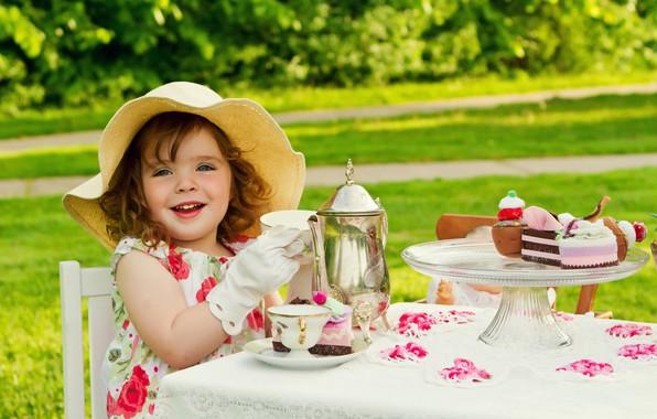 Картинка стол, ребенок, девочка, панама, дача, чайная церемония