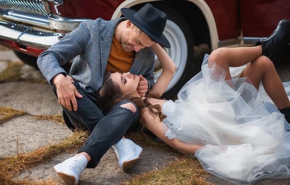 Картинка машина, авто, девушка, поза, шляпа, ботинки, платье, парень, парочка, кроссовки, влюблённые, Анастасия Бармина